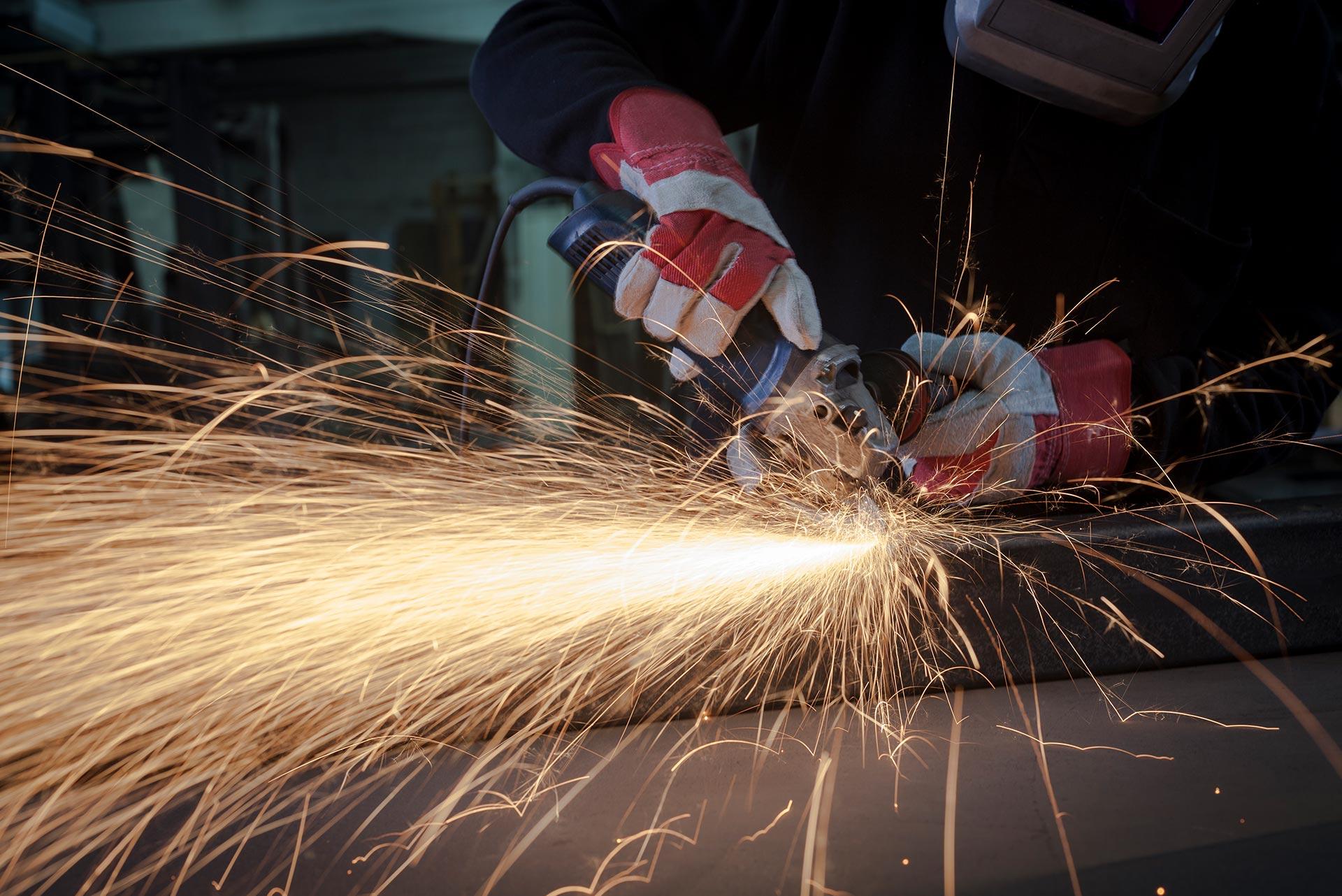 -Rukovatelj-rucnim-mehaniziranim-alatima-busilice-brusilice-kompresori