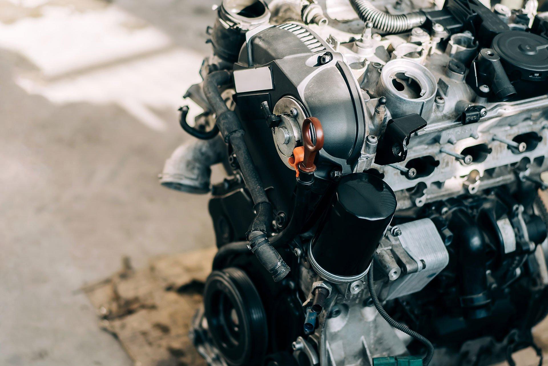 Strojar-motora-sa-unutarnjim-izgaranjem